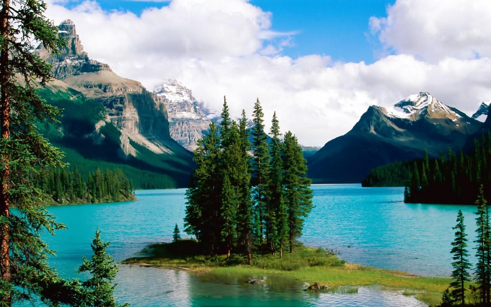 Beautiful Mountain Lake    Top Wallpapers Download .blogspot.com