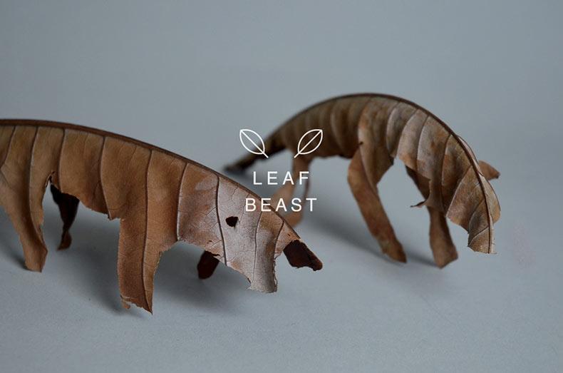 Simple esculturas de animal hechas con hojas secas cortadas de Magnolia