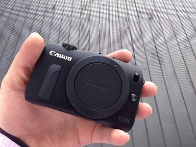 Canon EOS M ダブルレンズキット(EOSMBK-WLK)を触らせていただいた。
