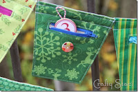 http://craftystaci.com/2013/11/18/zippered-christmas-countdown-banner/