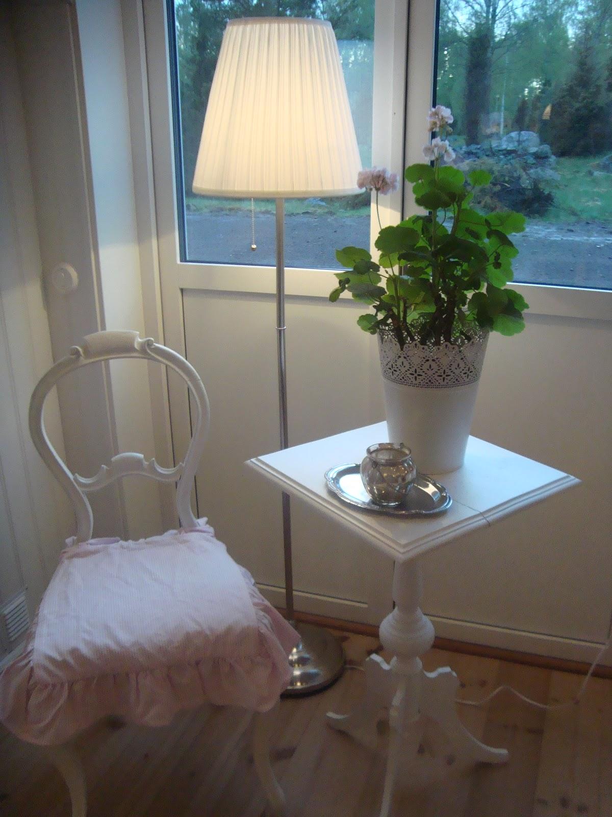 Gammaldags Kok Ikea : gammaldags kok ikea  Vid utgongen till altanen stor en stol, ett