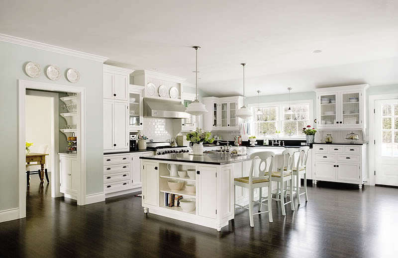 The Suburban Circus: I LOVE White Cabinets!