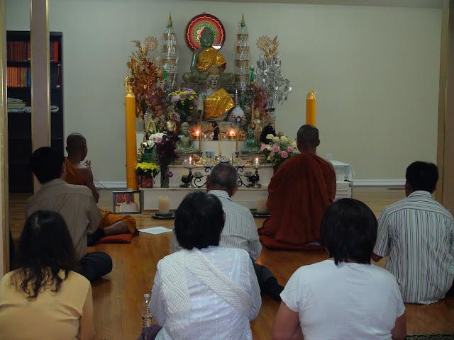 បុណ្យចេញព្រះវស្សា [The End of Buddhist Lent Ceremony] October 8, 2011