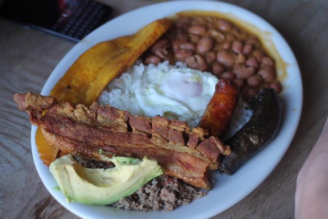 bandeja paisa colombia food