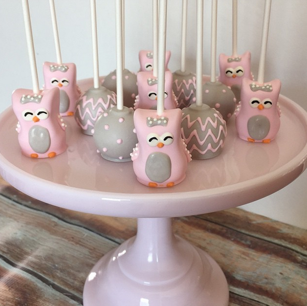 Little Owl Cake Pops are perfect for a party. From Maski Pops