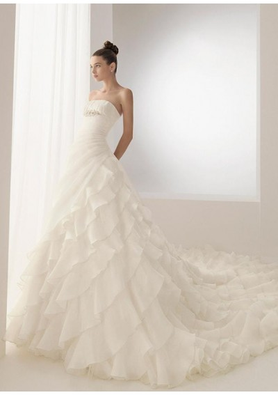 Cheap wedding dresses uk choosing a wedding dress for Wedding dresses for tall skinny brides