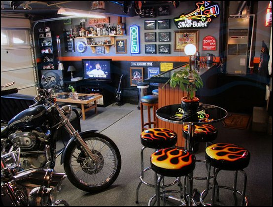 Decorating theme bedrooms maries manor man cave for Harley davidson decorations for home