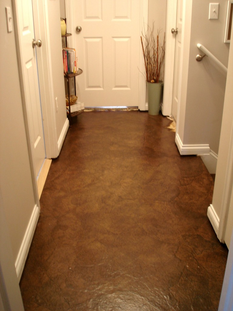 Brown Paper Bag Floor Covering http://littlethisthat-tlgreen.blogspot.com/2011/04/brown-paper-bag-floors-wow.html
