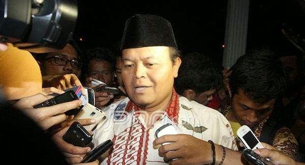 Hidayat: Menteri BUMN Harus Klarifikasi Larangan Pegawai Berjilbab dan Berjanggut