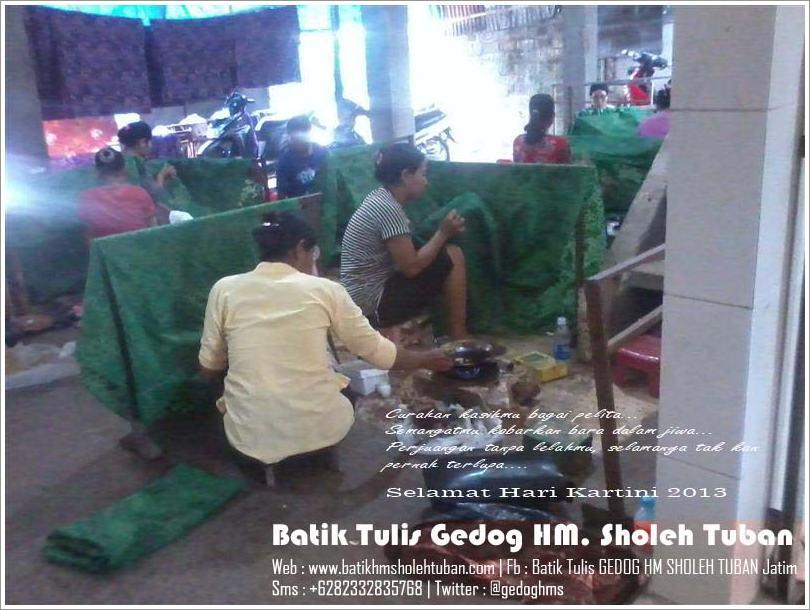 Pengrajin Batik Tulis Gedog HM Sholeh Tuban, Kartini Batik, Pengrajin Batik.