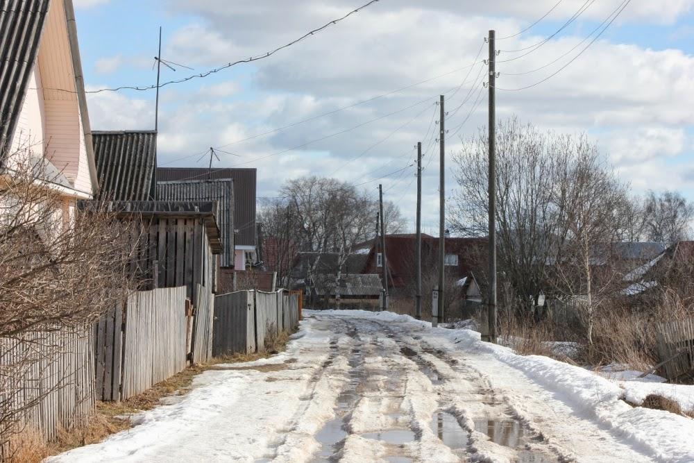 Сельская улица весной