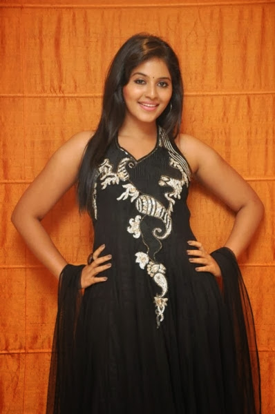 Anjali Cute In Black Sudithar