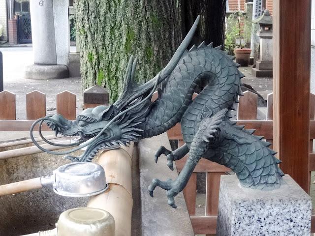 鎧神社,手水舎,竜の水口〈著作権フリー無料画像〉Free Stock Photos