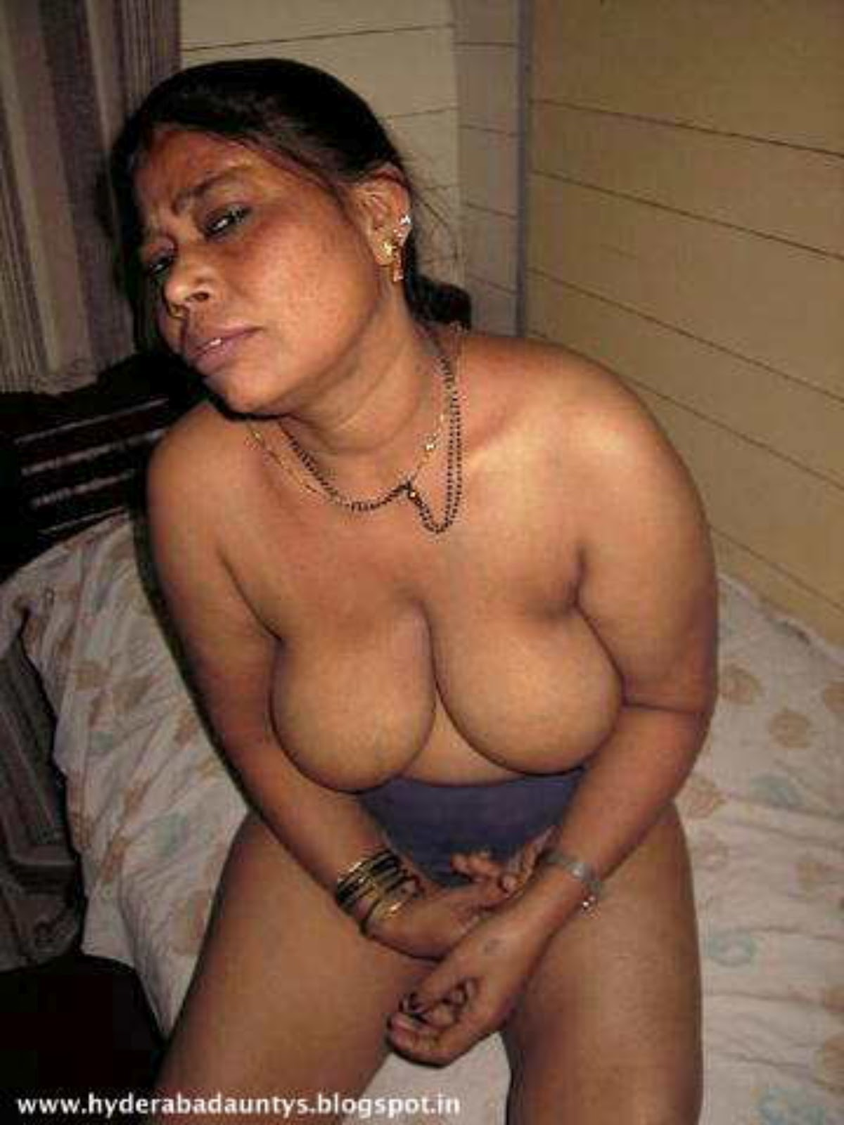 Years Old Aunty Remove Her Dress For Se With Husband