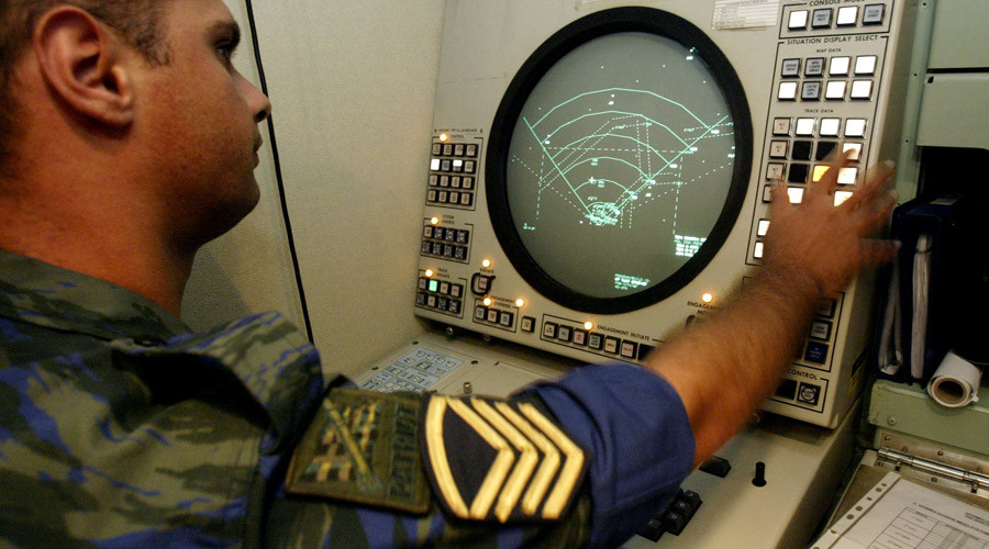 'They know how it's done' - Turkey violated Greek airspace 2,244 times in 2014 alone - A Greek Air Force officer operates the radar of a Patriot air defence missiles at Tatoi air base, north of Athens - Yiorgos Karahalis - Reuters