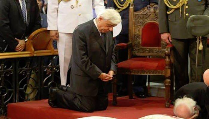 Ντροπή και Αίσχος: Γονατίζει και προσβάλει όλους τους Έλληνες ο θλιβερός Πάκης μπροστά σε μουσουλμάνους και άθεους