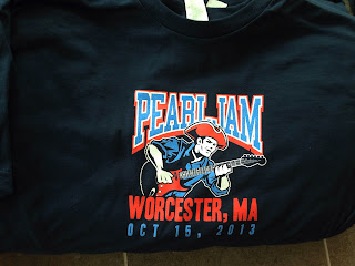 Pearl-Jam-Brandon-Heart-Worcester-Shirt-night-one.jpg