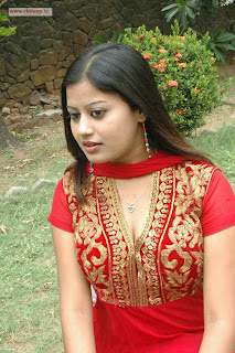 Punnagai-Payanam-Heroine-Anisfa-Stills-at-Movie-Audio-Launch