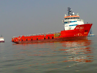 ship at Gatway Of India