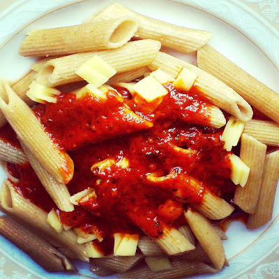 Makaron penne z sosem pomidorowym