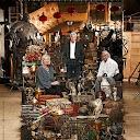 La decoradora de sets Stephenie McMillian (izquierda), el diseñador de sets Stuart Craig (centro), y Barry Wilkinson (derecha)
