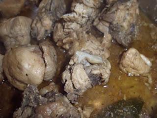 pollo encebollado con salsa
