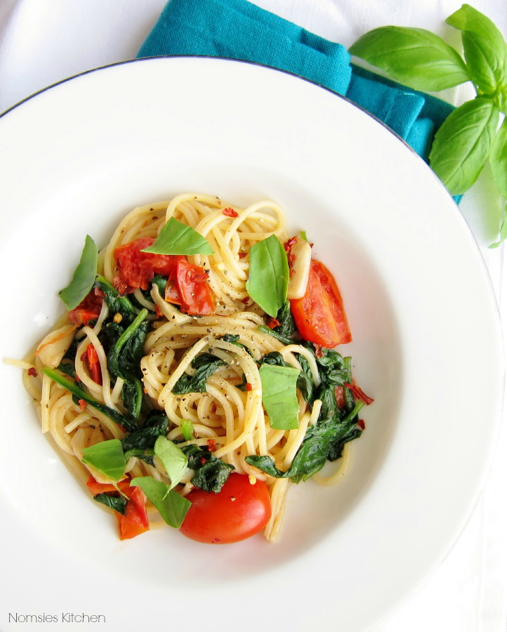 Aglio Olio Pasta (with Cherry Tomatoes and Spinach)