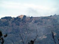 La masia de Campdeparets des del camí a la Roca dels Plans