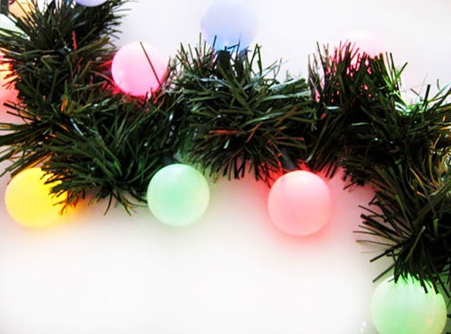 http://www.ajoyfulriot.com/2014/12/02/the-cutest-christmas-lights-diy-globe-lights/