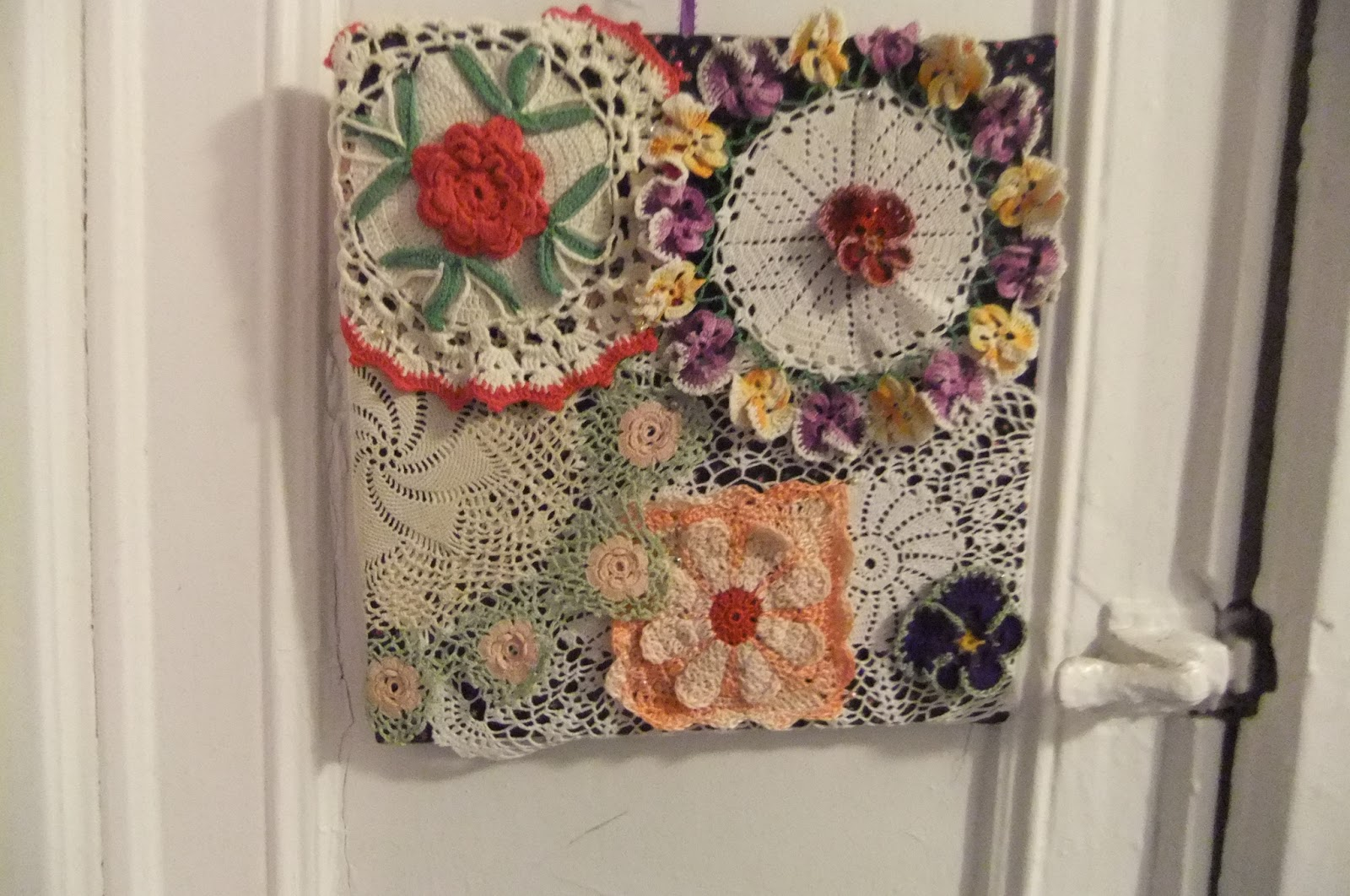 Crochet Wall Hanging : Rebeccas Crochet Blog: Doily Wall Hanging - more and better photos