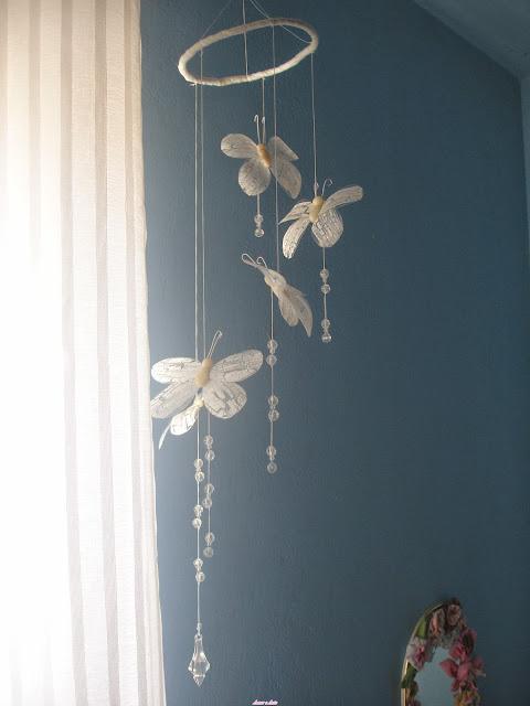 Móbile de borboletas em garrafa pet e biscuit