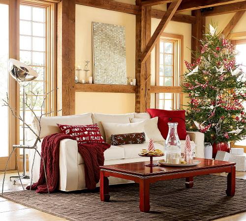 dit interieur vind ik zo pretty de bank is modern en dan de houten balken en de kerstboom maken het zo vintage een leuk detail is het metalen hert naast