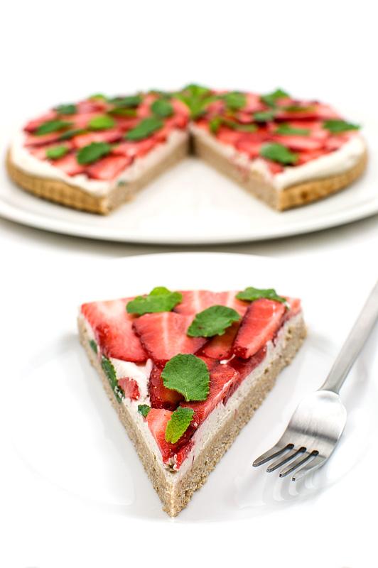 Vegan strawberry kokos cake piece