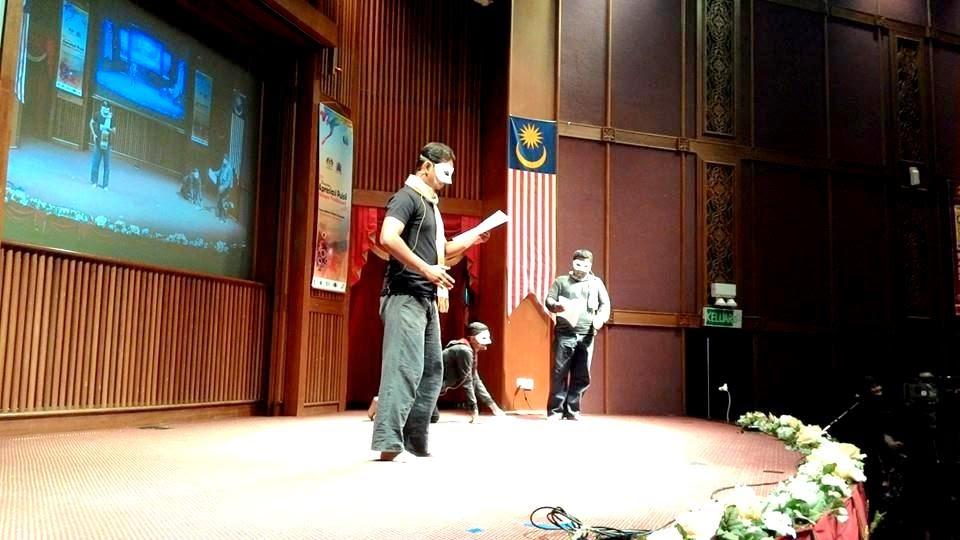 Persembahan teater puisi oleh pelajar Universiti Sains Malaysia dalam program Apresiasi Puisi Melayu Tradisional