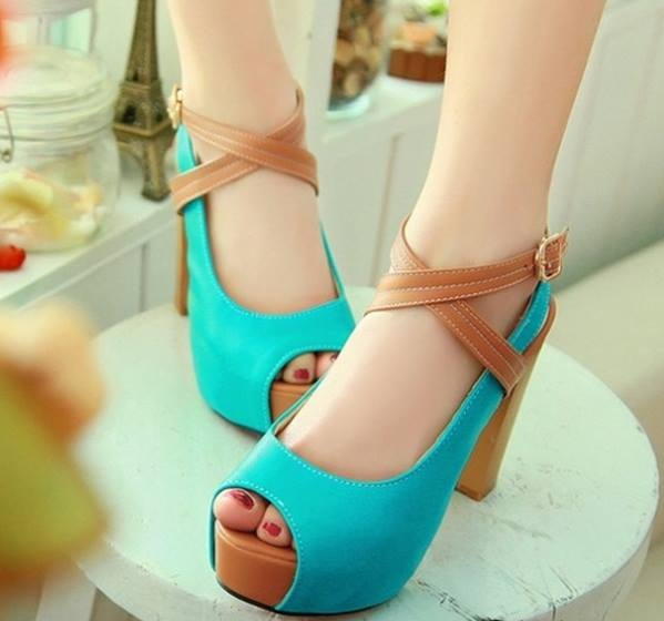Mavi-kahverengi çapraz modelli ayakkabı