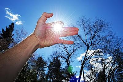 Foto Mano al sol