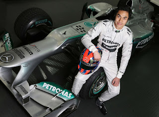 Jazeman with the AMG PETRONAS F1 car