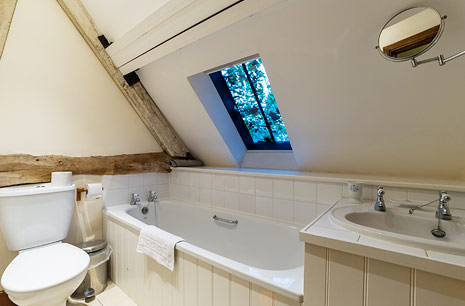 10 Real Cottage Bathrooms
