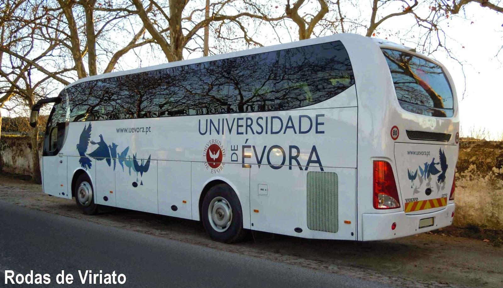 #63432B Neste autocarro sobressai o conjunto de janelas lateral em vidro  164 Janelas De Vidro Letra