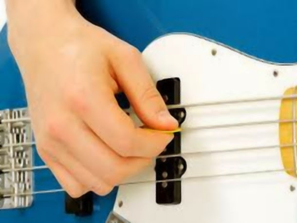 Play Bass Guitar With a Pick - Pick Style Bass Playing