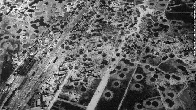20 Shocking Pictures Of Hiroshima, The First City In History To Be Destroyed By An Atomic Bomb - Hiroshima three weeks after the bombing.