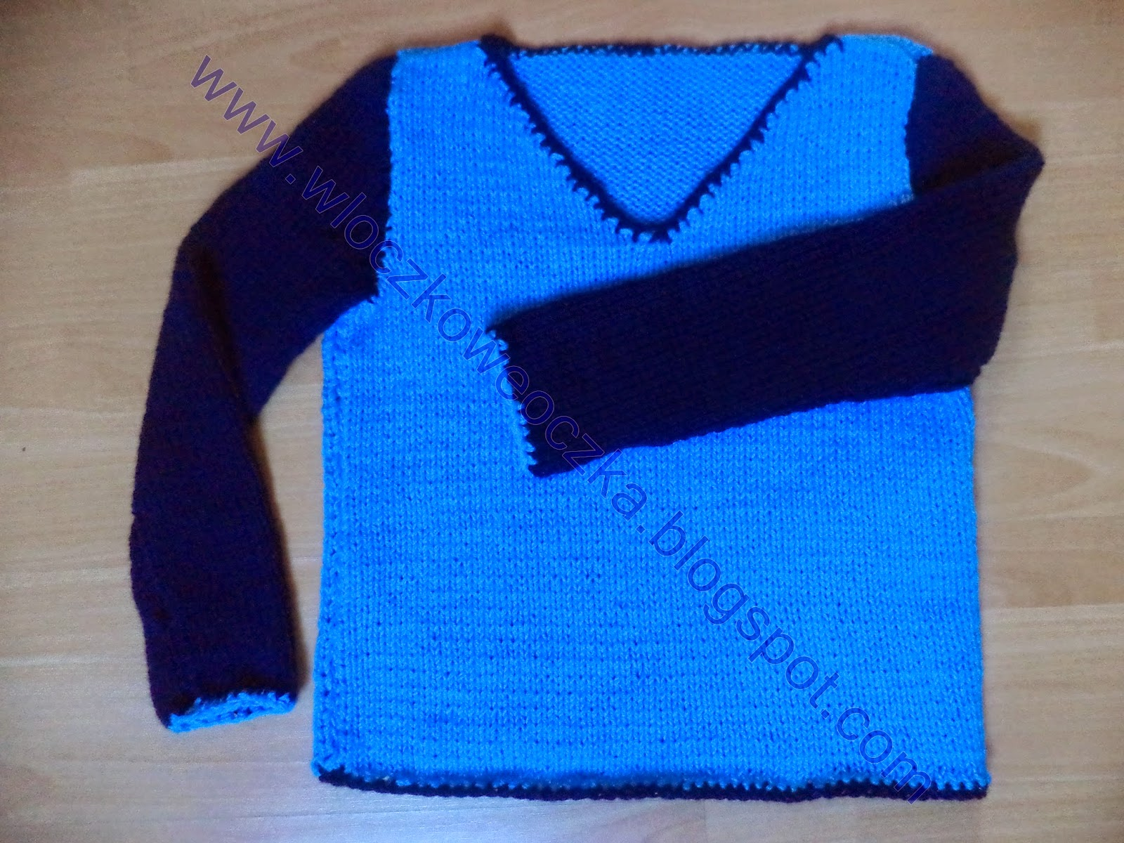 niebiesko – granatowy sweter