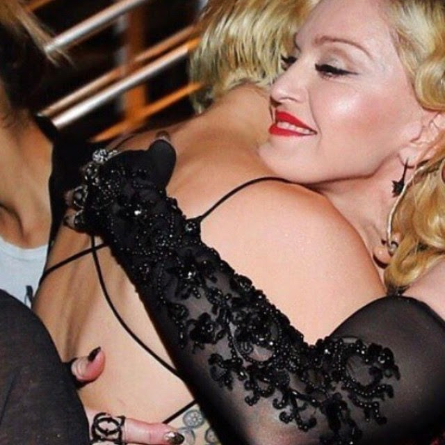 Miley Cyrus con Madonna en los Grammy Awards 2015