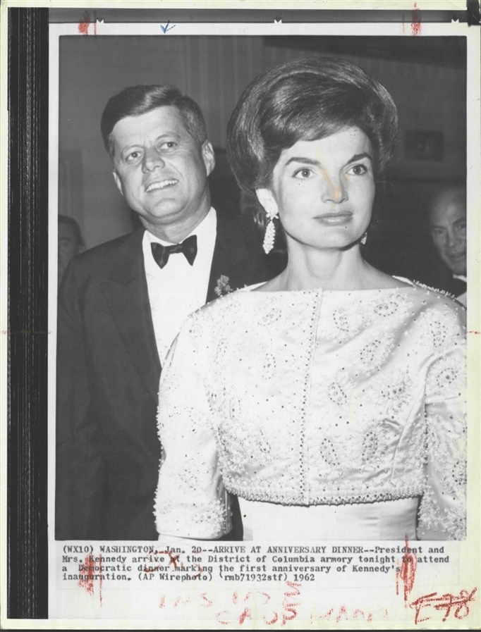 JFK & JACKIE: AMERICA'S ROYAL COUPLE