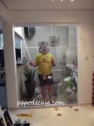 . de vidro com 3 folhas, sendo 1 fixa e 2 de correr por R$550,00 .