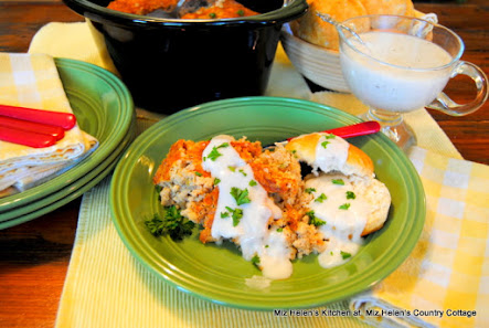 Slow Cooker Country Breakfast with White Pepper Gravy