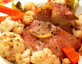 Рыба с овощами на пару под соусом