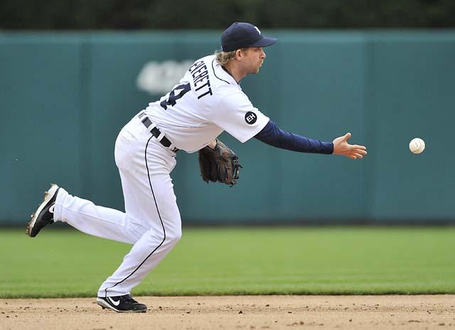 Underhand-toss-to-the-2nd-baseman.jpg