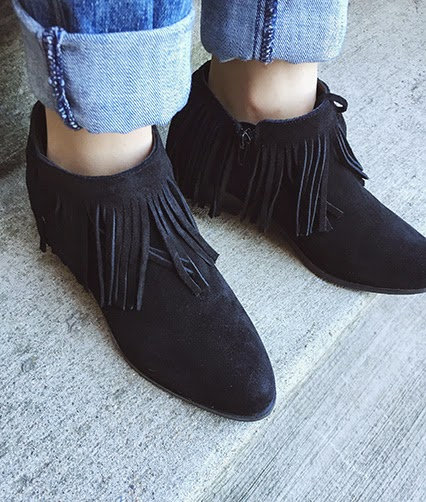 suede booties, tassel booties, steve madden booties, maternity jeans, distressed maternity jeans, full panel maternity jeans, tassel necklace, velvet brand blouse, kendra scott cuff, half moon cuff, piper lime moments of chic, winter style, maternity style