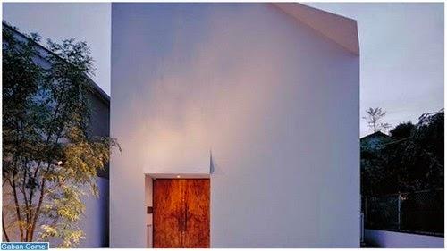 Rumah 2 Tingkat Tanpa Tingkap Seperti Kertas Putih Dengan Lipatan Origami